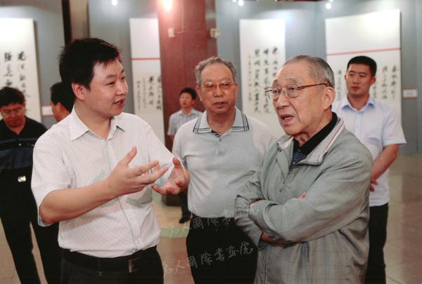 李岚清副总理与汪碧刚亲切交谈